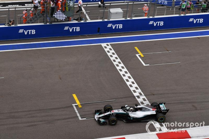 No sin polémica, con órdenes de equipo, Hamilton sumó el triunfo en 2018 y hace que el 100% de las victorias en Rusia sean de Mercedes