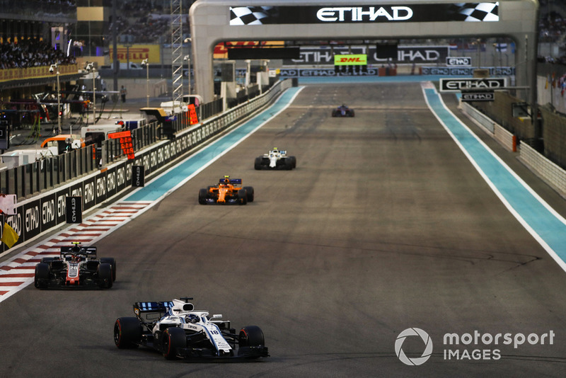 Lance Stroll, Williams FW41, precede Kevin Magnussen, Haas F1 Team VF-18, Stoffel Vandoorne, McLaren MCL33, e Sergey Sirotkin, Williams FW41
