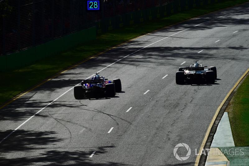 Brendon Hartley, Scuderia Toro Rosso STR13 and Romain Grosjean, Haas F1 Team VF-18