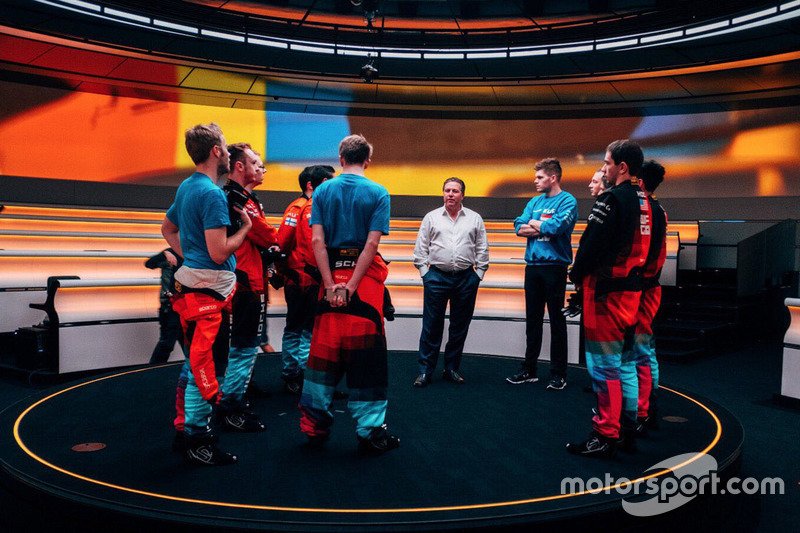 Zak Brown, Executive Director, McLaren Technology Group with McLaren World's Fastest Gamer participa