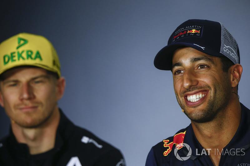 Nico Hulkenberg, Renault Sport F1 Team, y Daniel Ricciardo, Red Bull Racing, en la conferencia de prensa