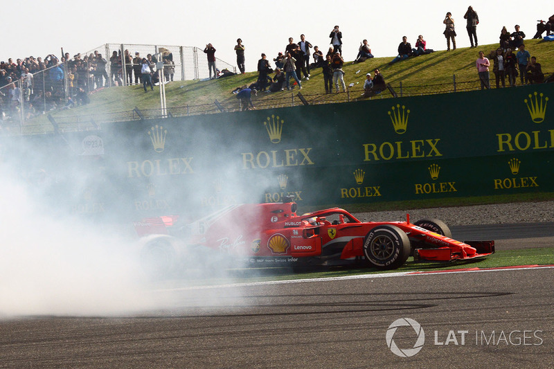 El incidente entre Max Verstappen, Red Bull Racing RB14 y Sebastian Vettel, Ferrari SF71H