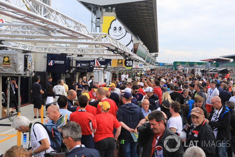 Fans on pitlane for the autograph session