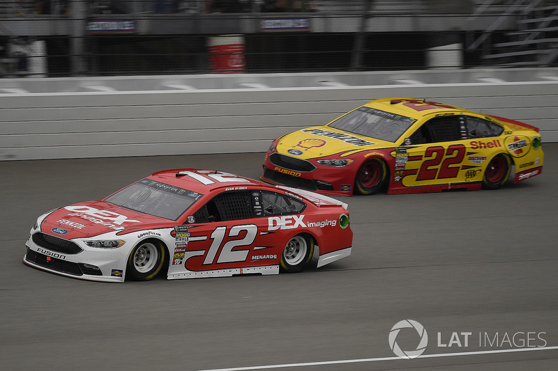 Ryan Blaney, Team Penske, Ford Fusion DEX Imaging and Joey Logano, Team Penske, Ford Fusion Shell