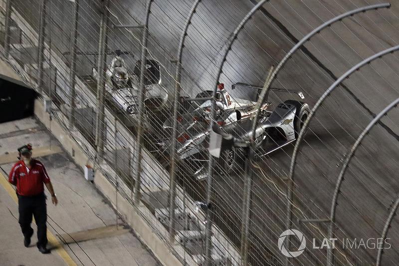Will Power, Team Penske Chevrolet, Zachary Claman De Melo, Dale Coyne Racing Honda, crash