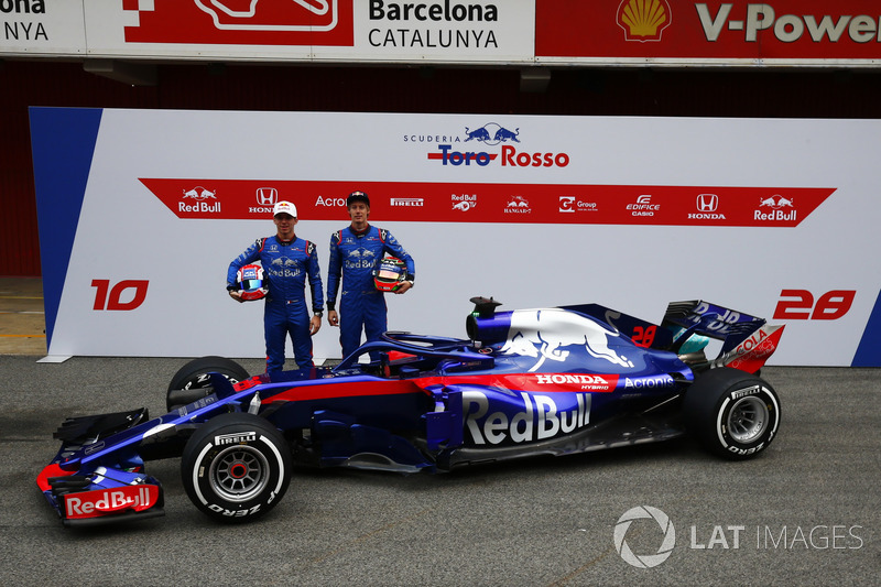Гонщики Scuderia Toro Rosso Пьер Гасли и Брендон Хартли, автомобиль STR13
