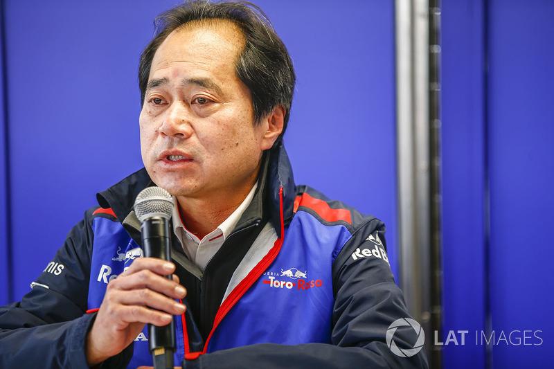 В этом году, уже из боксов Toro Rosso, проектом будет руководить Тойохару Танабе. Он стал третьим руководителем Honda в Формуле 1 за три года