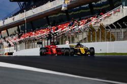 Carlos Sainz Jr., Renault Sport F1 Team R.S. 18, Sebastian Vettel, Ferrari SF71H