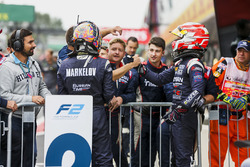 Segundo lugar Luca Ghiotto, RUSSIAN TIME, tercer lugar Artem Markelov, RUSSIAN TIME