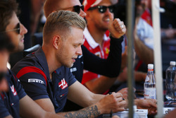 Kevin Magnussen, Haas F1 Team, Valtteri Bottas, Mercedes AMG F1 and Sebastian Vettel, Ferrari