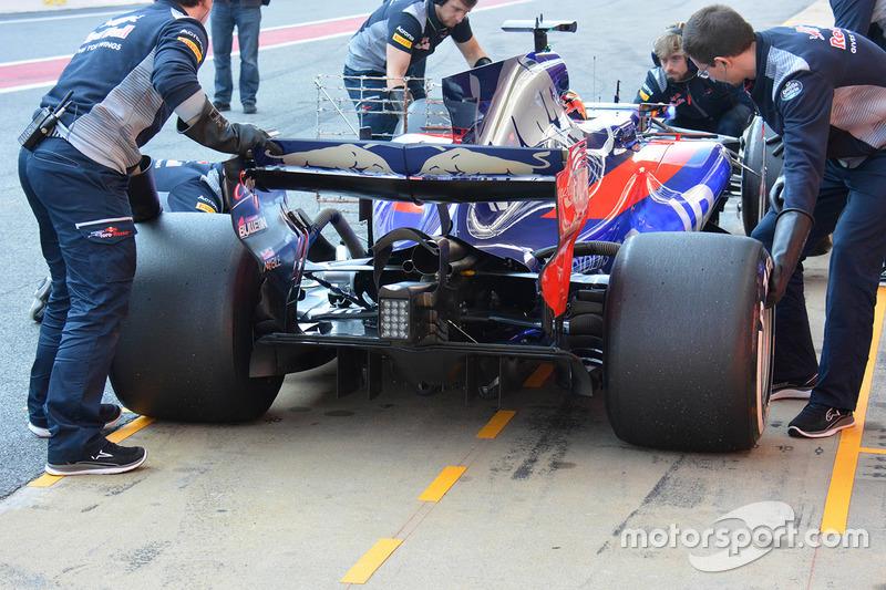 Carlos Sainz Jr., Scuderia Toro Rosso STR12 rear wing detail
