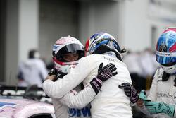 Lucas Auer, Mercedes-AMG Team HWA, Mercedes-AMG C63 DTM und Robert Wickens, Mercedes-AMG Team HWA, Mercedes-AMG C63 DTM, im Parc Ferme