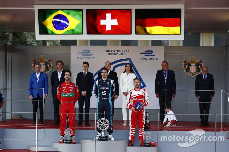 Podio: ganador de la carrera Sébastien Buemi, Renault e.Dams, segundo lugar Lucas di Grassi, ABT Schaeffler Audi Sport y el tercer lugar Nick Heidfeld, Mahindra Racing