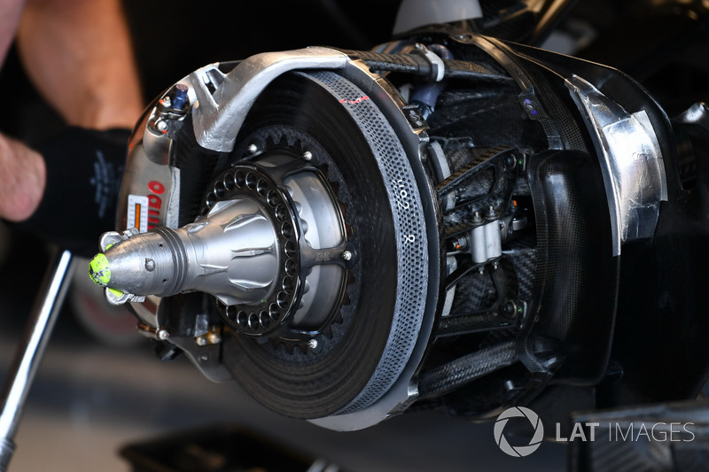 Mercedes-Benz F1 W08, front brake and wheel hub