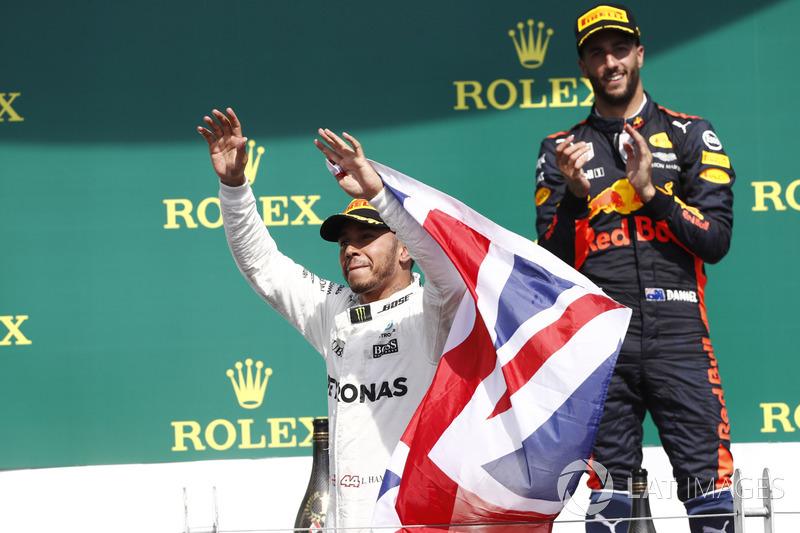 Подиум: победитель Льюис Хэмилтон, Mercedes AMG F1, третье место – Даниэль Риккардо, Red Bull Racing