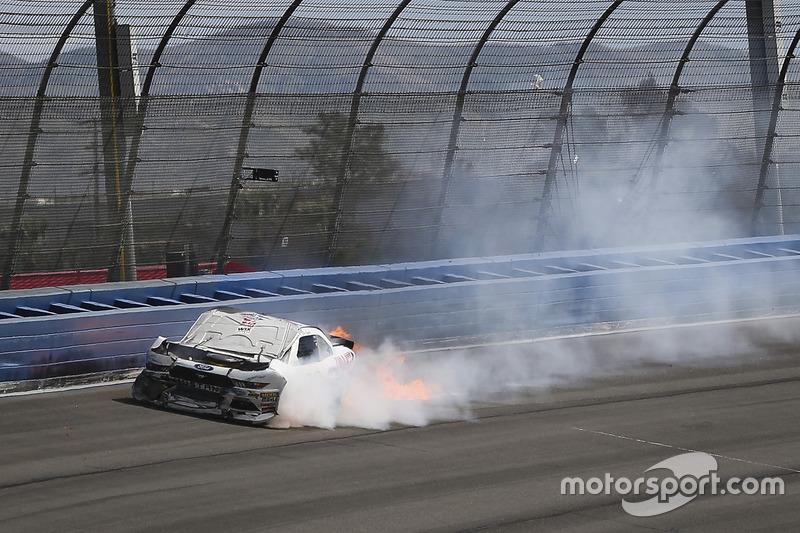 Choque de Cole Custer, Stewart-Haas Racing Ford