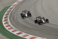 Даниэль Риккардо, Red Bull Racing RB13, и Серхио Перес, Sahara Force India F1 VJM10
