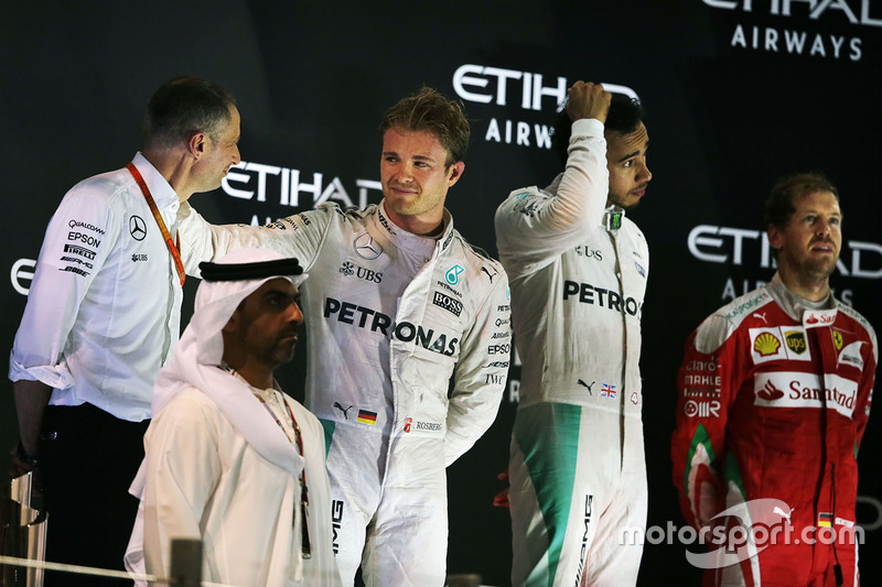 Podio: ganador de la carrera Lewis Hamilton, Mercedes AMG F1, Podio: segundo lugar y campeón del mundo 2016 F1 Nico Rosberg, Mercedes AMG F1 , tercer lugar Sebastian Vettel, Ferrari