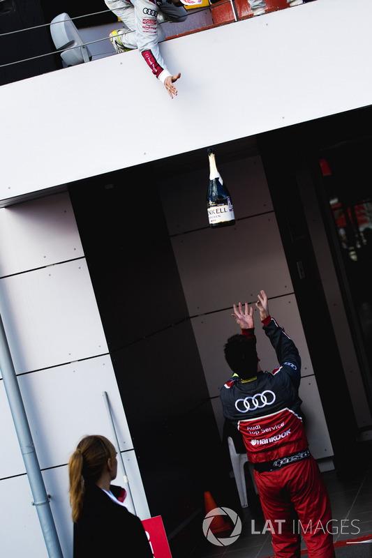 Шампанське для команди Audi Sport Team Rosberg