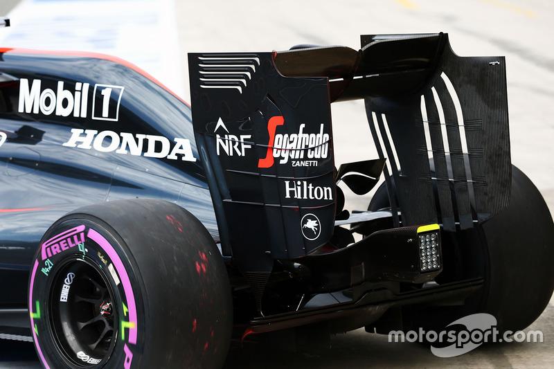 Fernando Alonso, McLaren MP4-31, ala posteriore