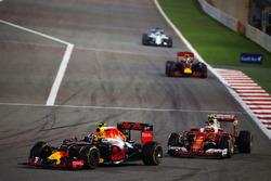 Даниил Квят, Red Bull Racing RB12 и Кими Райкконен, Ferrari SF16-H