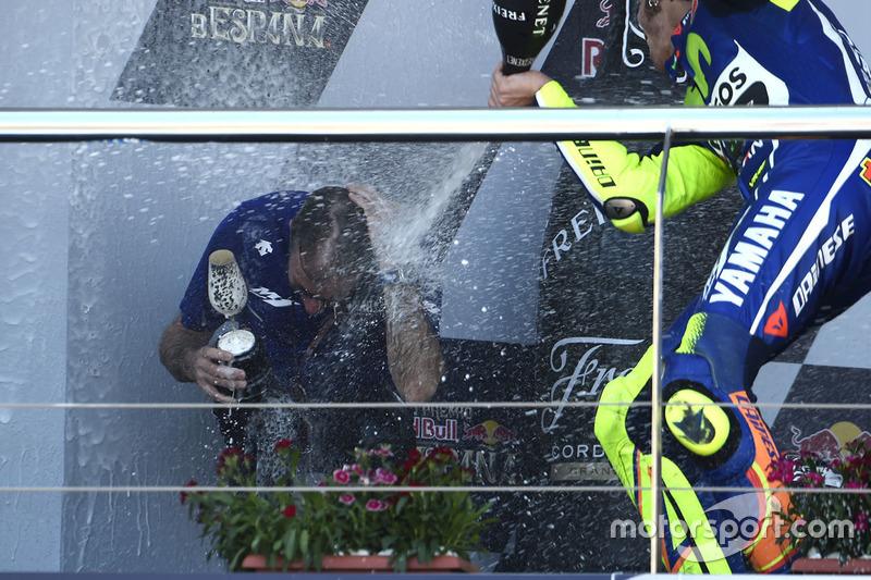 Podium: winner Valentino Rossi, Yamaha Factory Racing celebrates with champagne