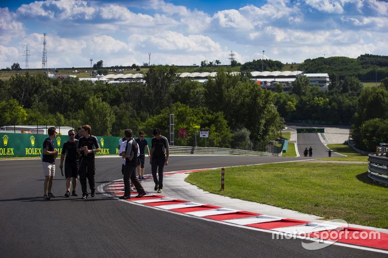 ريتشارد غوندا، جنزر موتورسبورت؛ أرجون مايني، جنزر موتورسبورت وأكاش ناندي، جنزر موتورسبورت