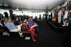 Supercars Chief Executive James Warburton, Minister for Tourism dan Major Events Kate Jones, Gold Co