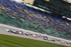 Tyler Reddick, Chip Ganassi Racing Chevrolet, führt