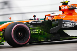 Flo-Viz paint on the car of Stoffel Vandoorne, McLaren MCL32