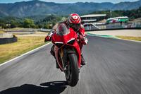 Ducati Panigale V4 на дороге