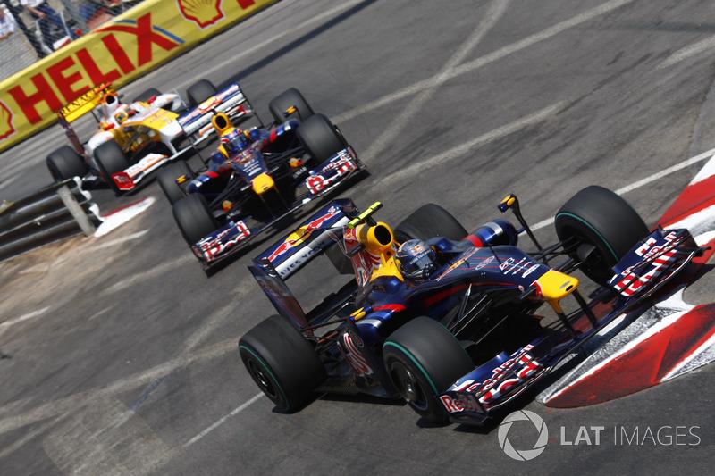 Sebastian Vettel, Red Bull Racing RB5 devance Mark Webber, Red Bull Racing RB5 et Fernando Alonso, Renault F1 Team R29