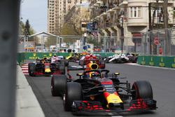Daniel Ricciardo, Red Bull Racing RB14 Tag Heuer, leads Max Verstappen, Red Bull Racing RB14 Tag Heuer, Kimi Raikkonen, Ferrari SF71H, Esteban Ocon, Force India VJM11 Mercedes, Sergio Perez, Force India VJM11 Mercedes, and Carlos Sainz Jr., Renault Sport F1 Team R.S. 18, at the start