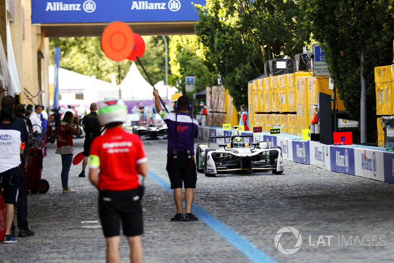 Lucas di Grassi, Audi Sport ABT Schaeffler, pits