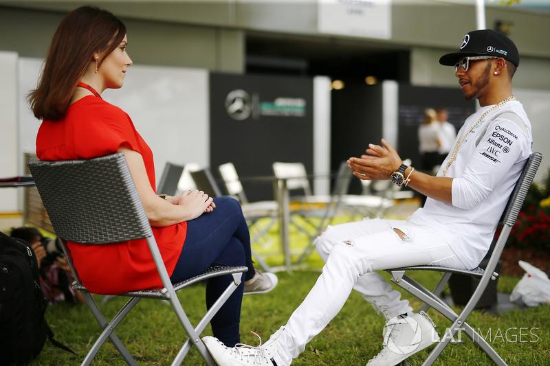 Lewis Hamilton, Mercedes AMG con Lee McKenzie