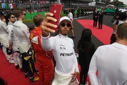 Lewis Hamilton, Mercedes AMG F1 selfie