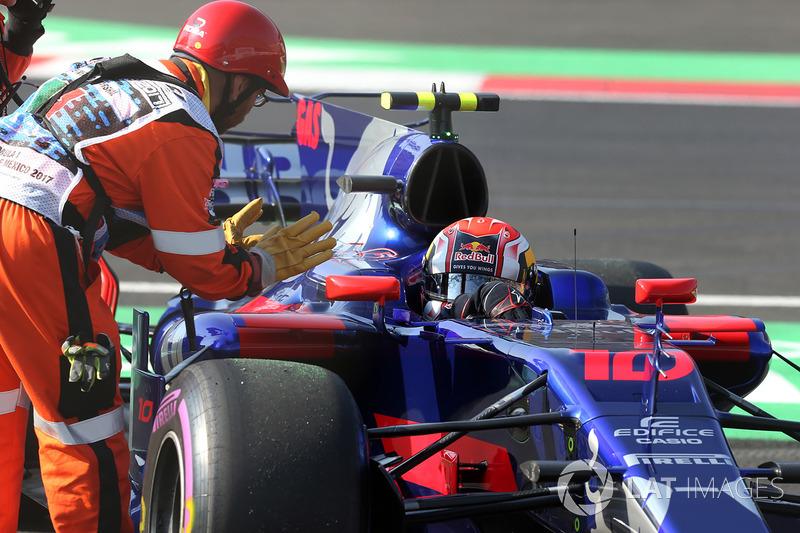 Pierre Gasly, Scuderia Toro Rosso STR12 en la pista, FP3