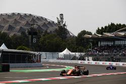 Fernando Alonso, McLaren MCL32, Pierre Gasly, Scuderia Toro Rosso STR12