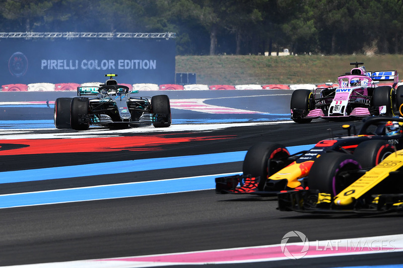 Valtteri Bottas, Mercedes-AMG F1 W09 dreht den Boliden wieder in Fahrtrichtung