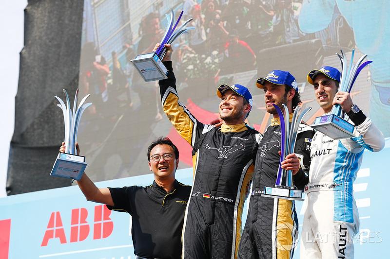 Podio: Ivan Yim, Director Techeetah, segundo lugar Andre Lotterer, Techeetah, primer lugar Jean-Eric Vergne, Techeetah, segundo lugar Sébastien Buemi, Renault e.Dams