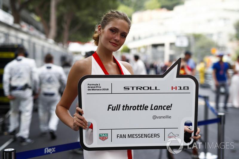 Una grid girl con un messaggio per Lance Stroll, Williams Racing