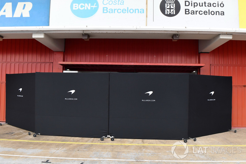 McLaren garage screens