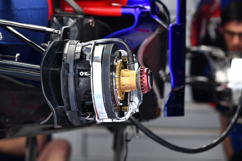 Передні гальма Scuderia Toro Rosso STR13