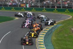 Daniel Ricciardo, Red Bull Racing RB14 at the start of the race