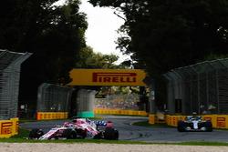 Sergio Perez, Force India VJM11 Mercedes, Valtteri Bottas, Mercedes AMG F1 W09