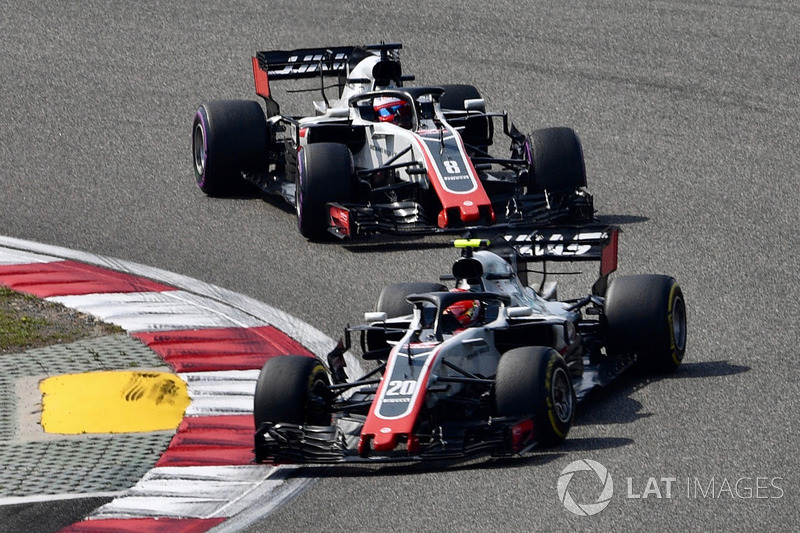 Kevin Magnussen, Haas F1 Team VF-18 e Romain Grosjean, Haas F1 Team VF-18