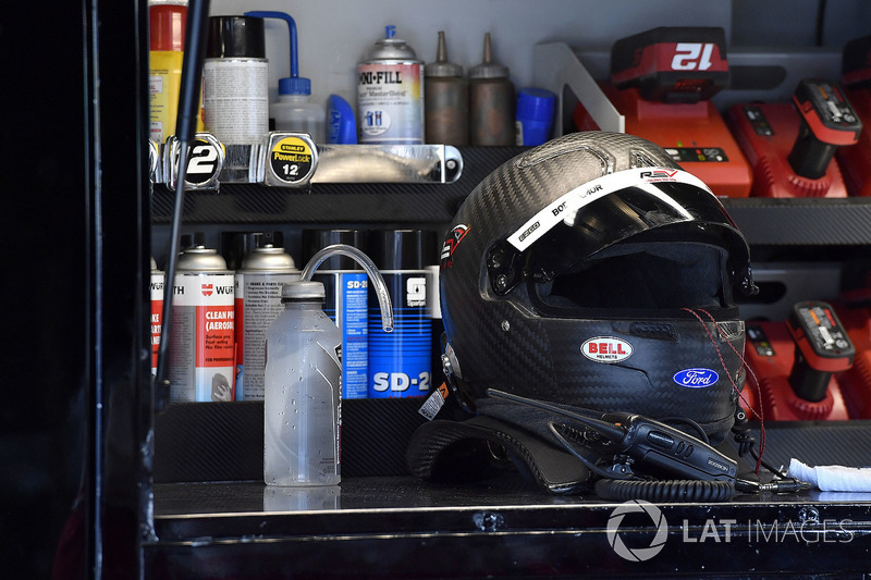 Ryan Blaney, Team Penske, Ford Fusion REV Group helmet