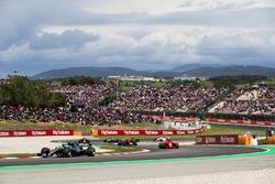 Валттери Боттас, Mercedes AMG F1 W09, Кими Райкконен, Ferrari SF71H, и Макс Ферстаппен, Red Bull Racing RB14