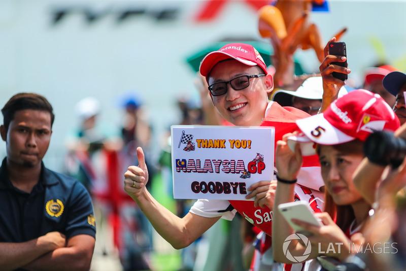 Болельщик прощается с Гран При Малайзии, который состоялся в последний раз
