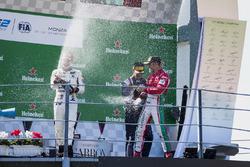 المنصة: المركز الثاني سيرجيو سيتي كامارا، ام.بي موتورسبورت، الفائز بالسباق لوكا غيوتو، راشن تايم، المركز الثالث أنطونيو فوكو، بريما ريسينغ